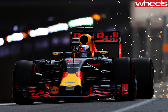 Daniel -Ricciardo -red -bull -driving -fron