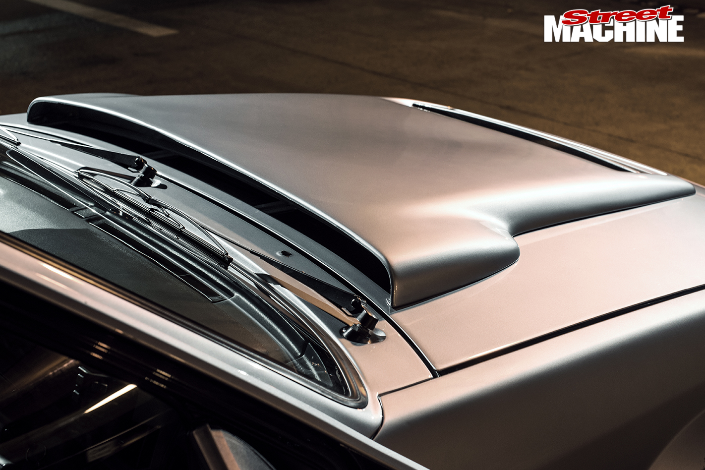 HSV-VL-Walkinshaw -bonnet -detail