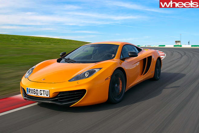 Mc Laren -MP4-12-C-front -driving -side