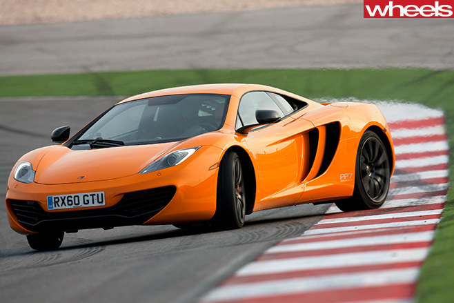Mc Laren -MP4-12-C-front -drifting