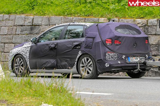 Hyundai -i 30-driving -rear -spy -pics