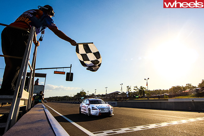 V8-Supercars -at -the -track