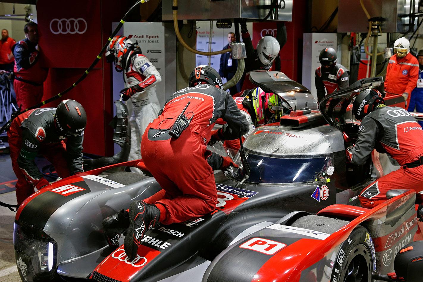 Audi -R18-Le -Mans -pits