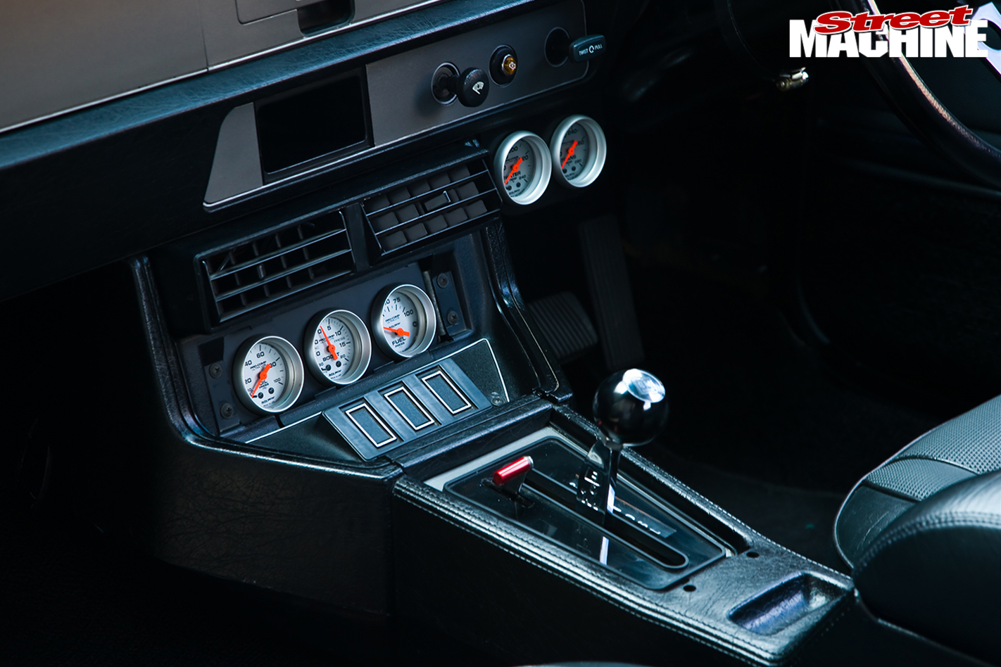 Holden -Torana -LX-Hatch -front -console