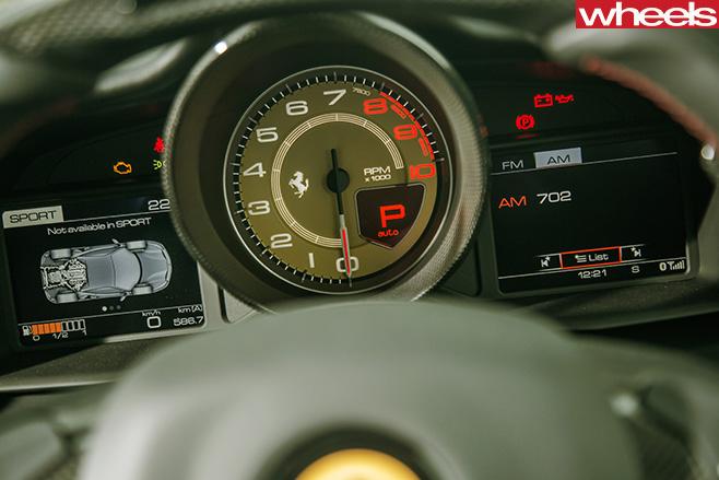 Ferrari -488-GTB-tachometer