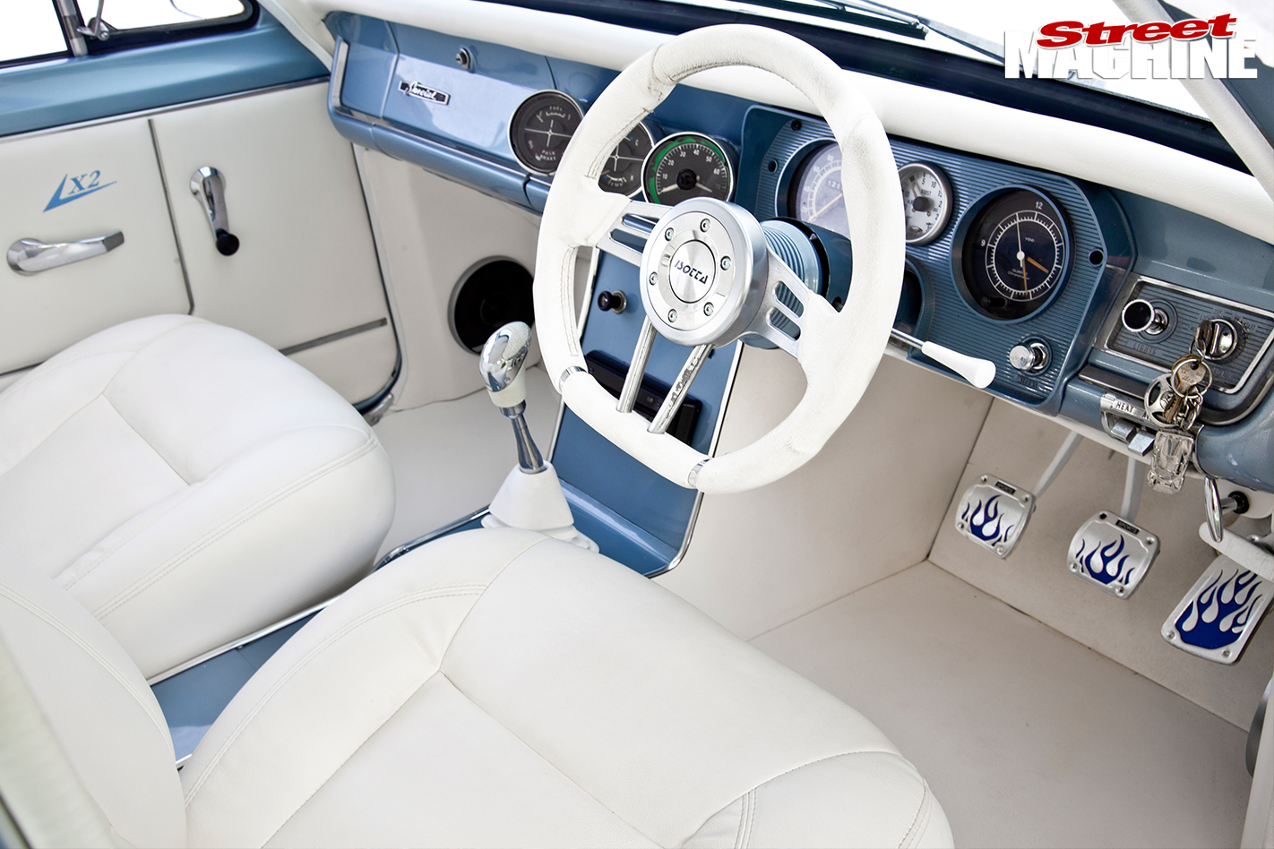 Holden -HD-interior -front
