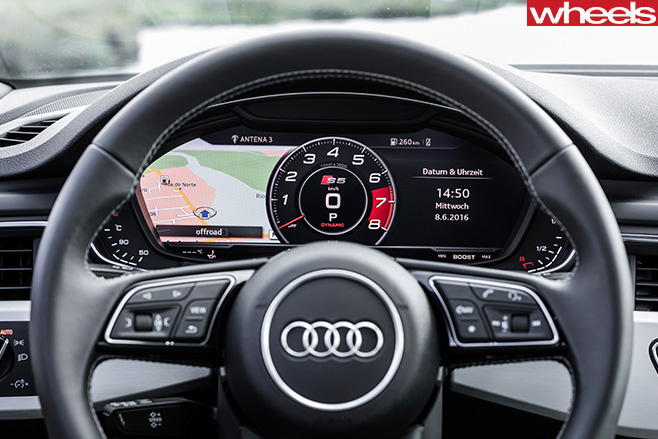 Audi -A5-driving -with -Audi -S5-steering -wheel