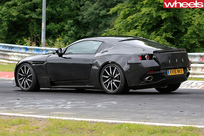 Aston -Martin -Vantage -driving -side