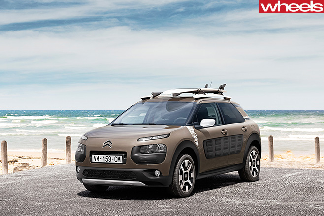 Citroen -Cactus -with -Surfboard