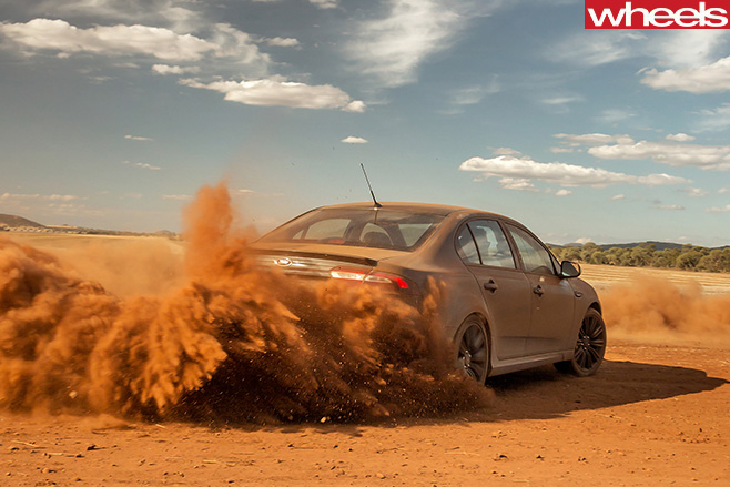 Ford -Falcon -XR8-Sprint -dirt -drifting -rear