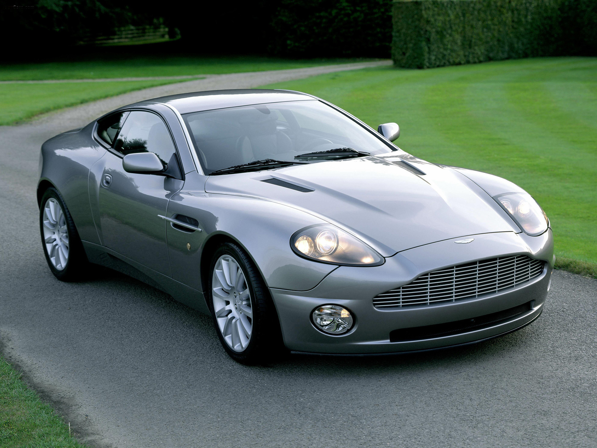 Aston -martin _vanquish _2001