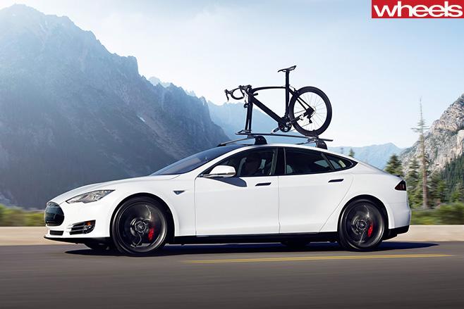 Telsa -Model -S-driving