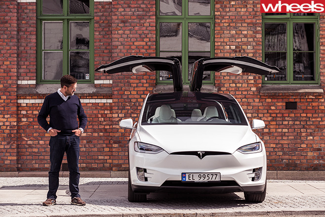 Tesla -Model -X-gull -wing -doors -open