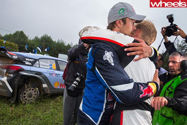 Andreas -Mikkelsen -hugging