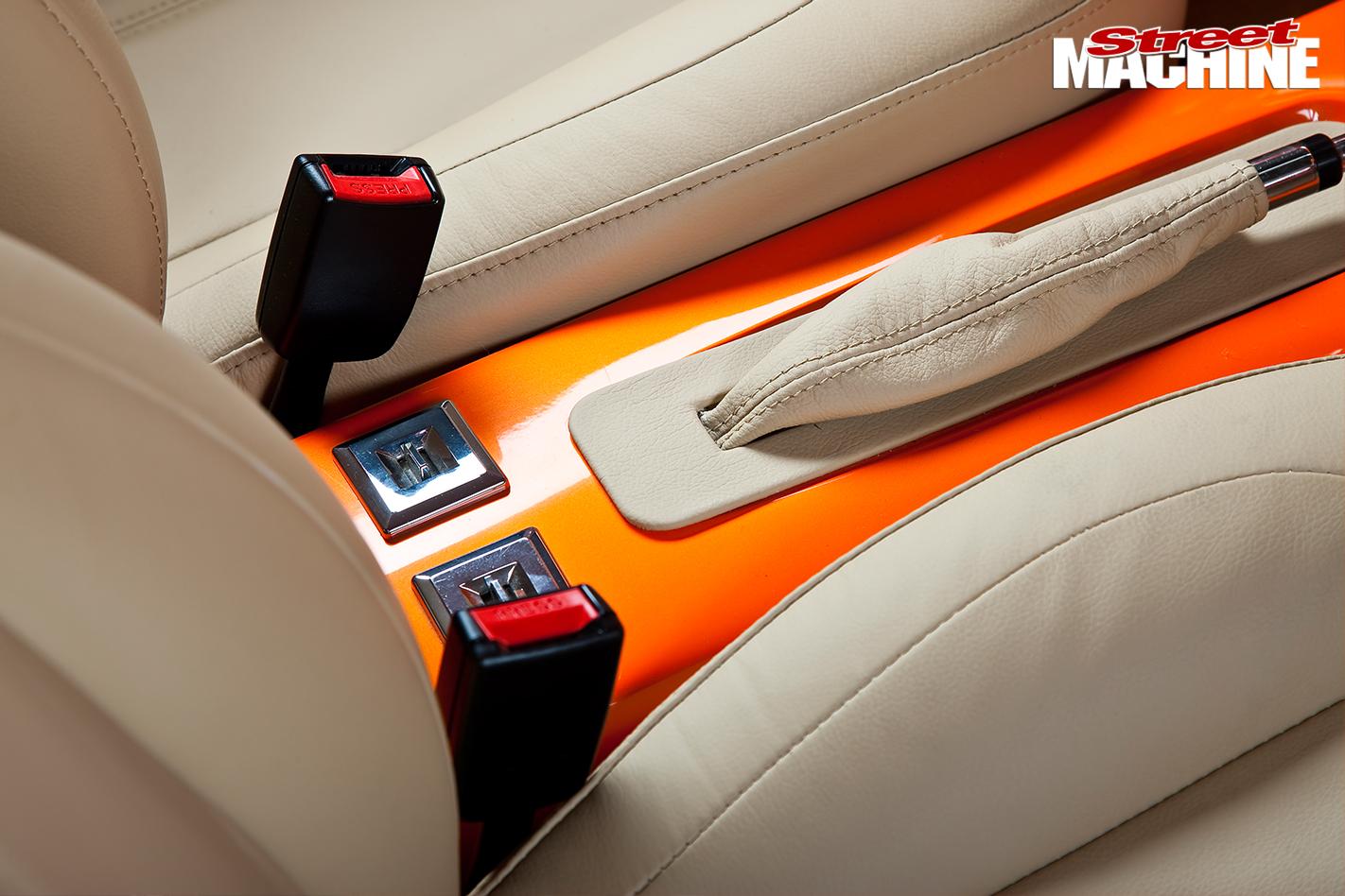 Holden -FJ-interior -console