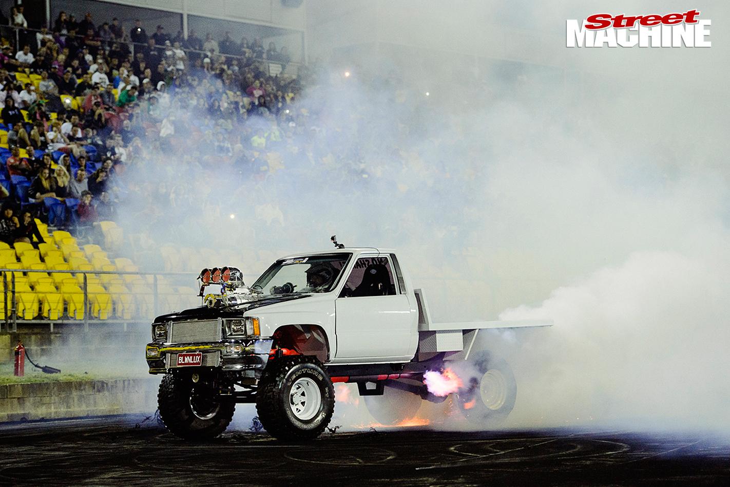 Toyota -Hilux -burnout