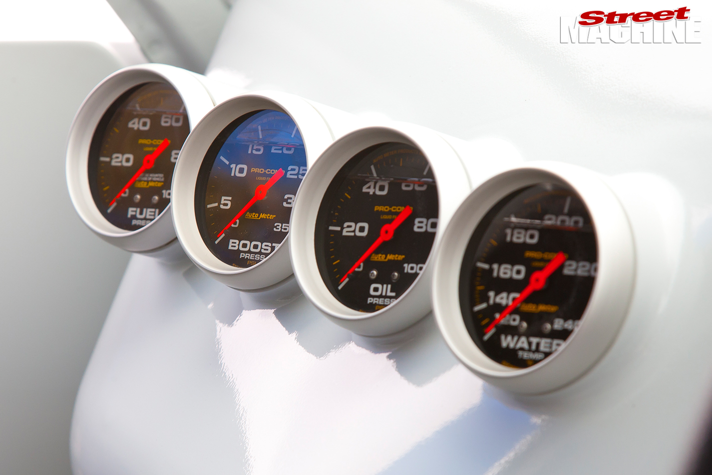 Toyota -Hilux -interior -gauges