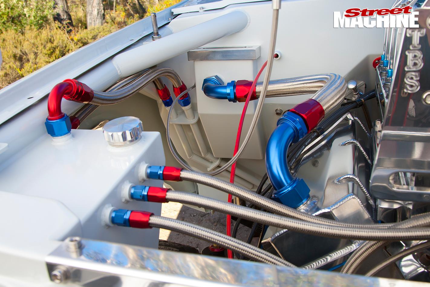 Toyota -Hilux -engine -bay