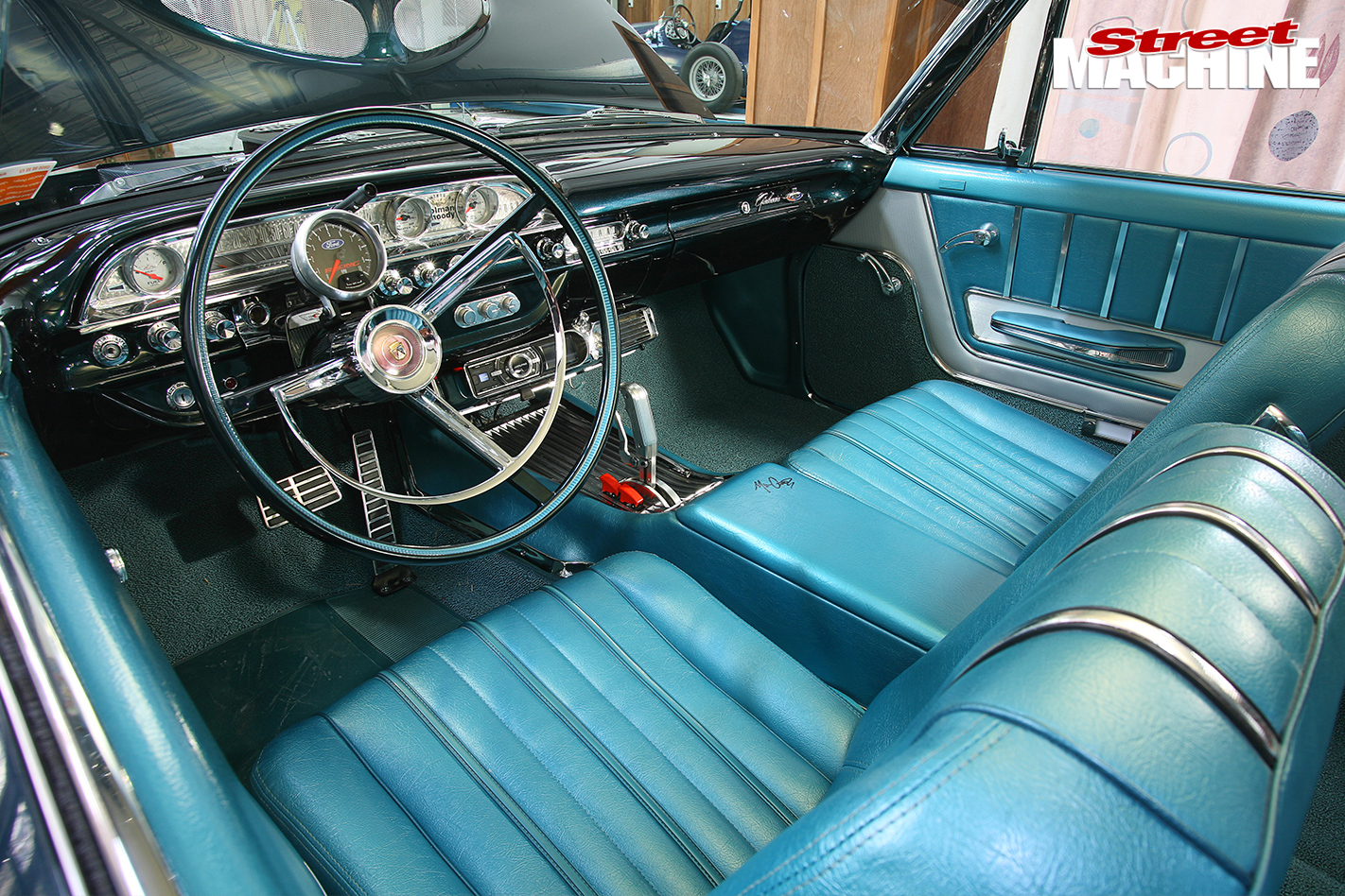 Ford -Galaxie -interior -front