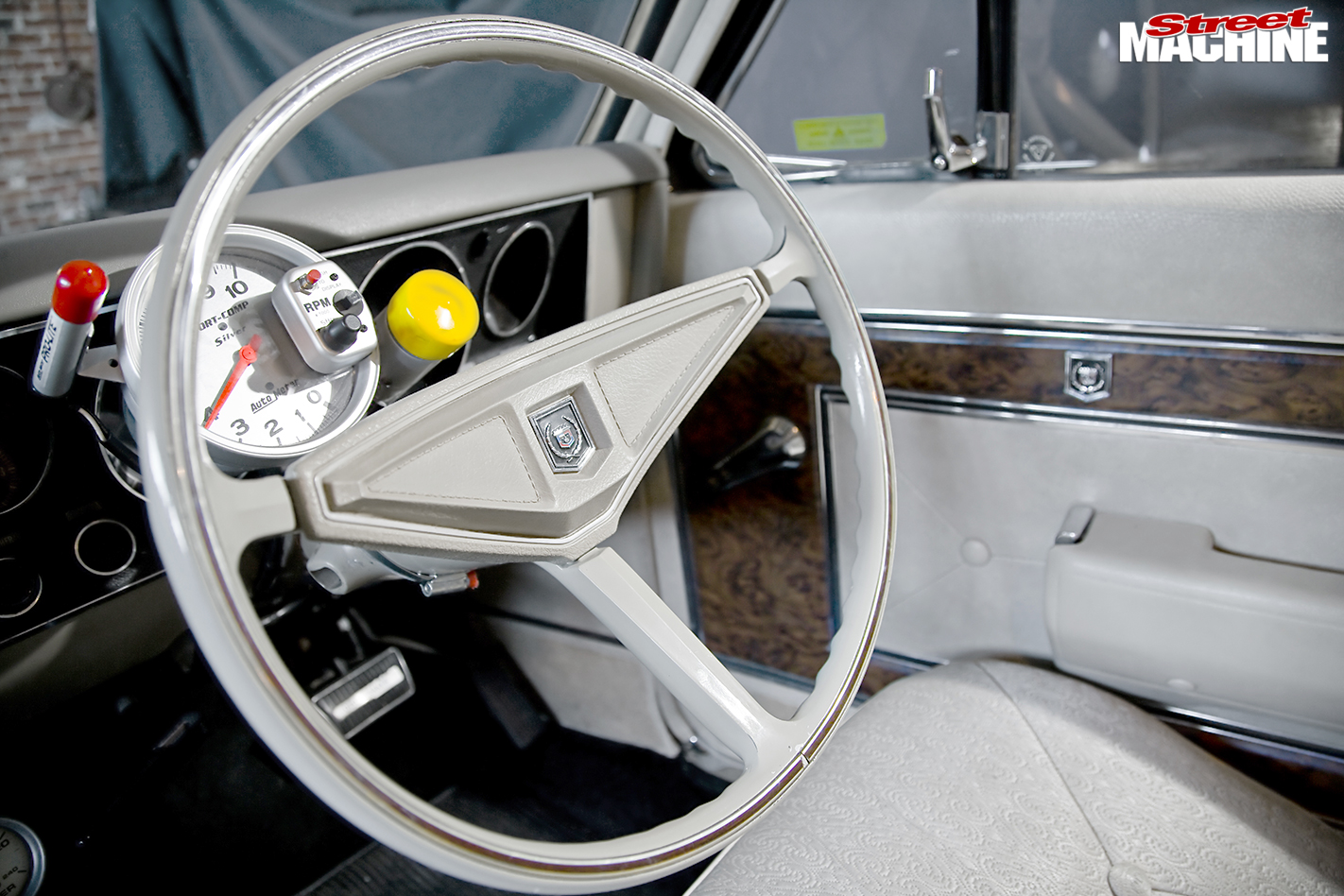 Holden -Brougham -interior -steering -wheel