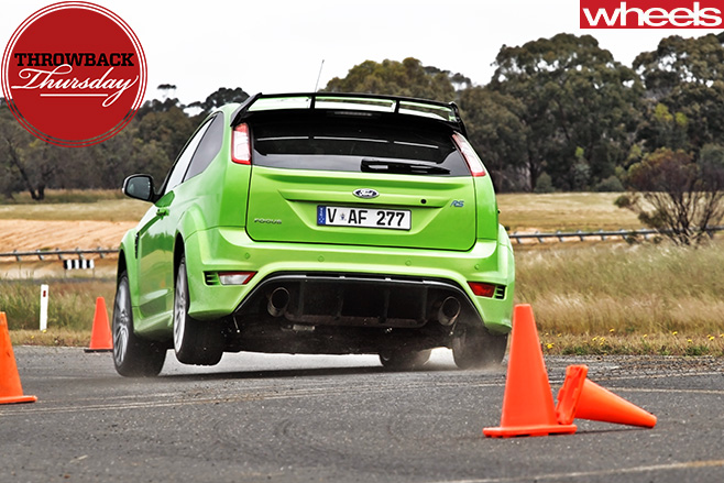 Ford -Focus -RS-driving -around -cones