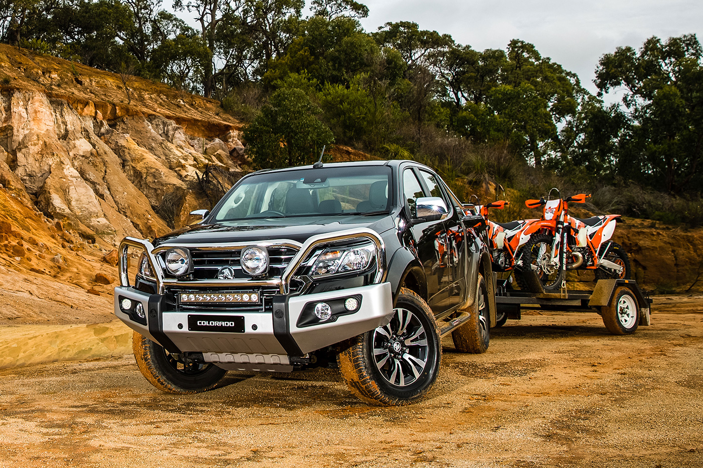 2017 holden colorado front with trailer
