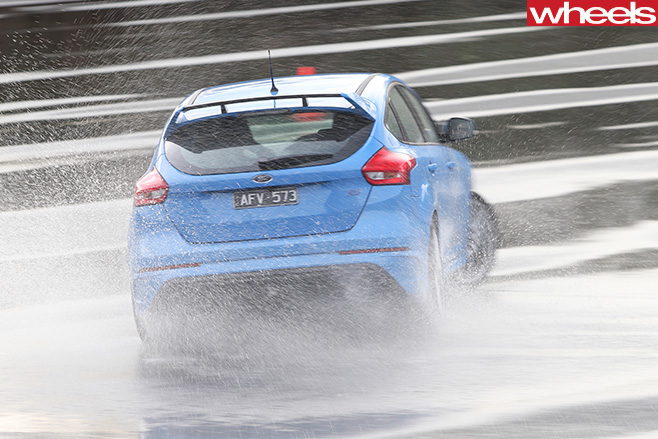 Ford -Focus -drifting -rear -track