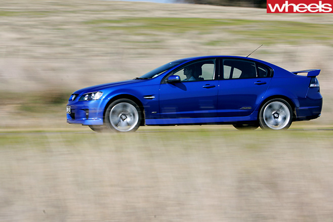 Holden -VE-Commodore -driving -side