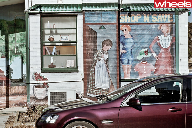 Holden -VE-Commodore -in -front -of -murial