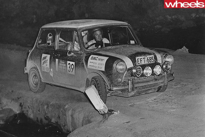 Rauno -Aaltonen -racing -Mini -rally -car