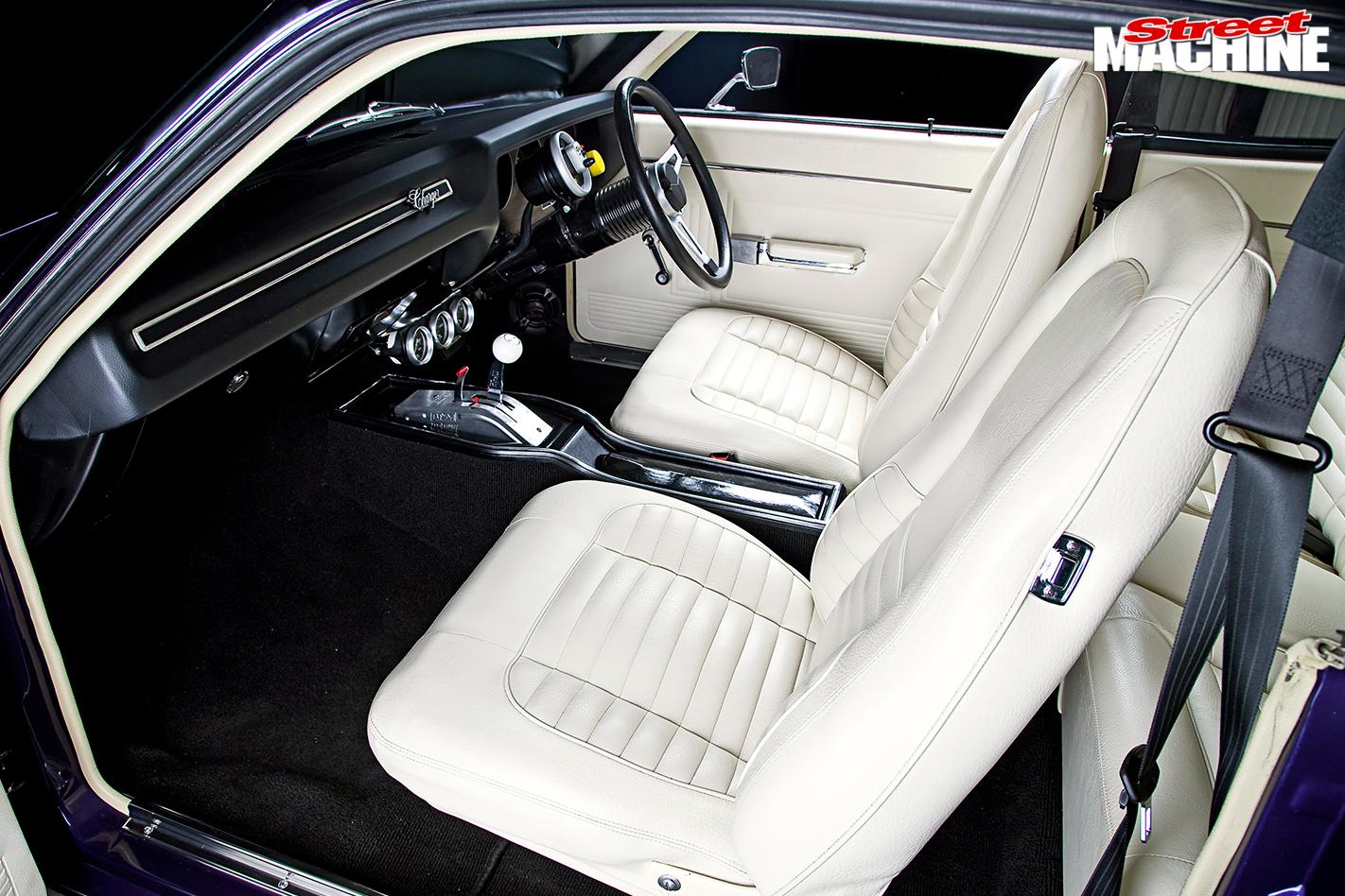 Chrysler -vk -valiant -charger -interior -front