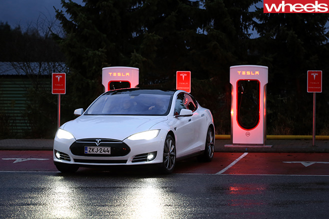Tesla -supercharging