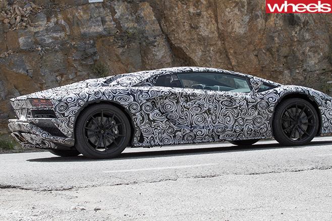 Lamborghini -Aventador -side -driving -reart