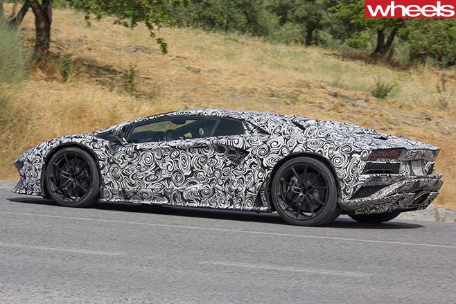 Lamborghini -Aventador -side -driving