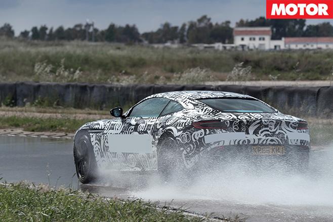 Aston Martin DB11-prototype breaking