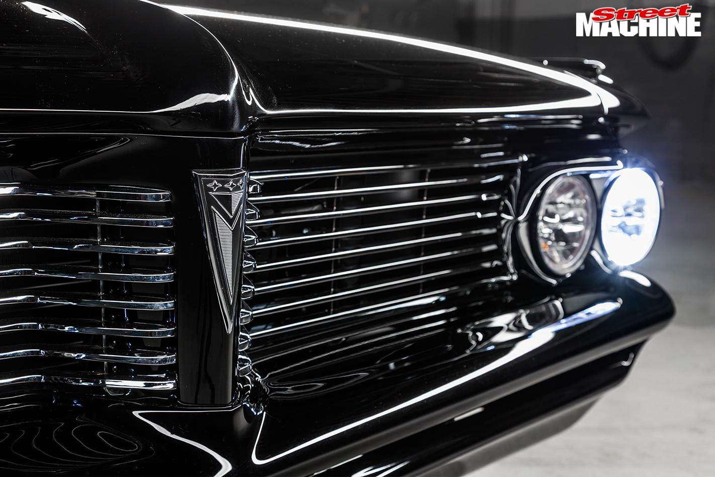 Pontiac -Laurentian -grille -detail