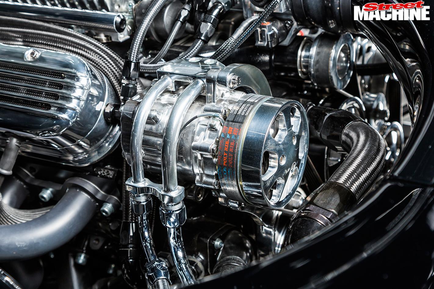 Pontiac -Laurentian -engine -detail