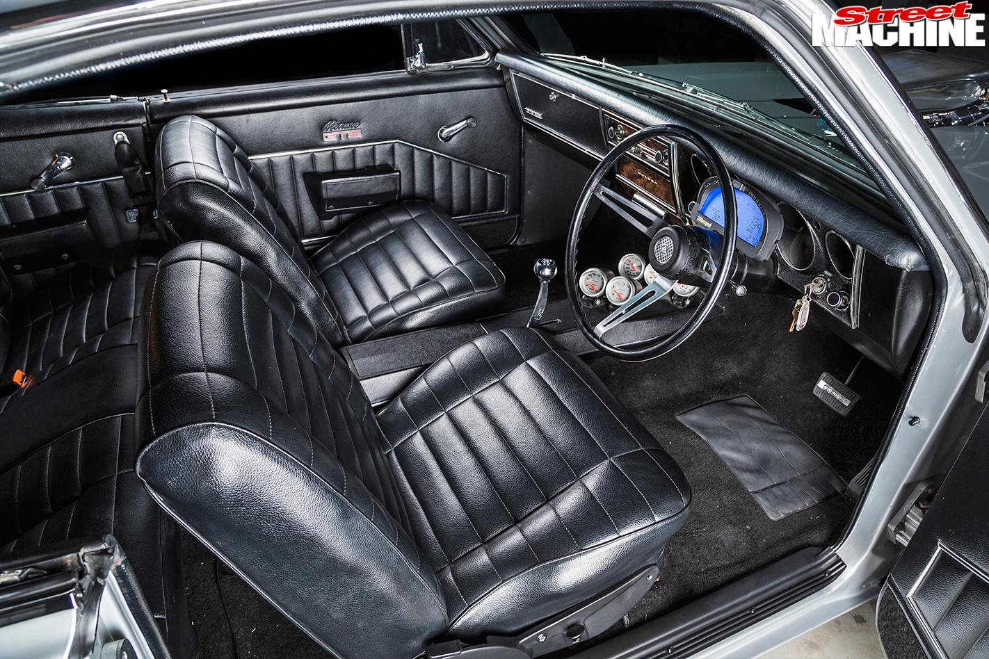 Holden -HG-Monaro -interior -front -2