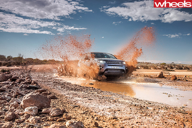 Land -Rover -Discovery -Sport -driving -in -mud
