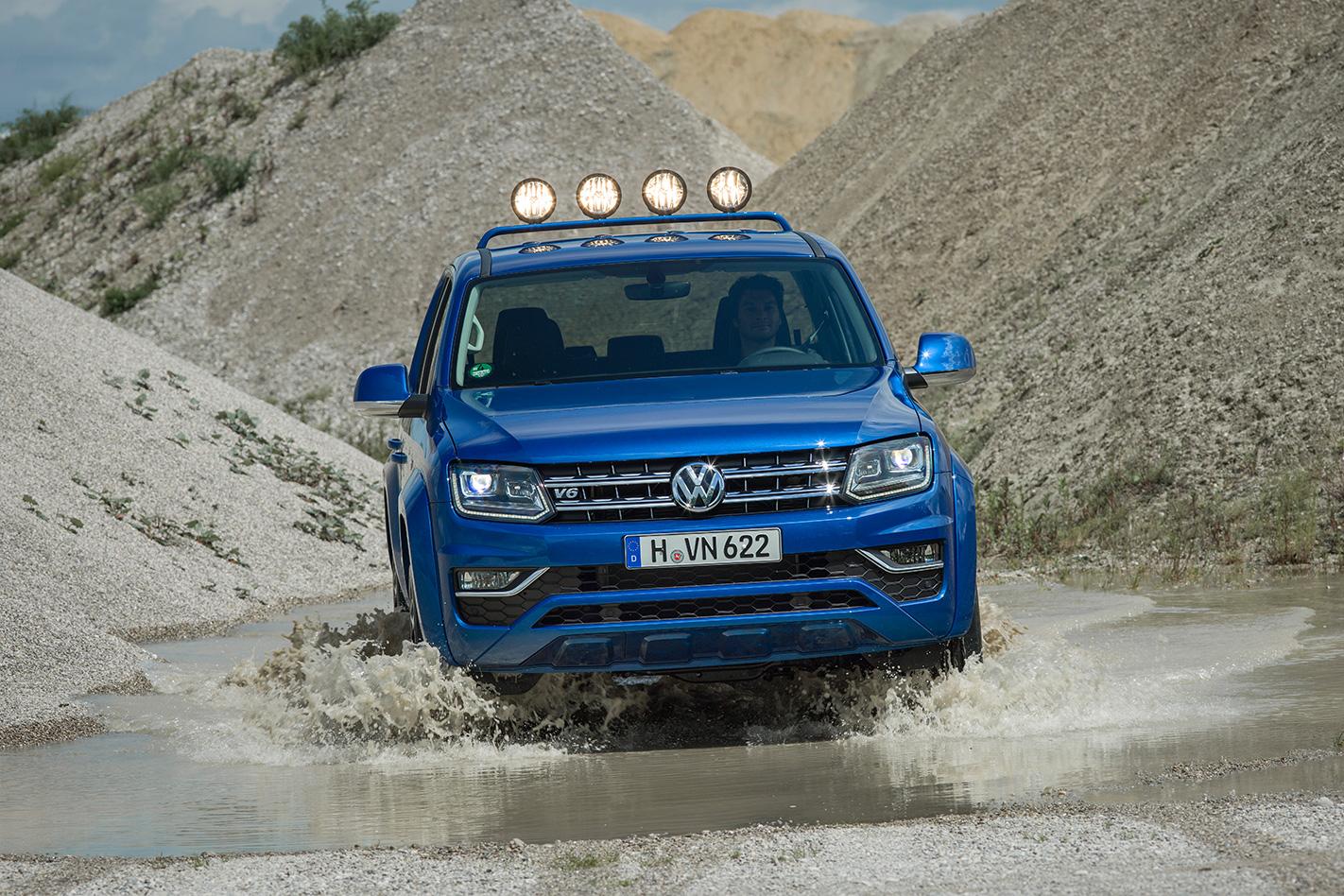 Volkswagen Amarok Aventura driving water