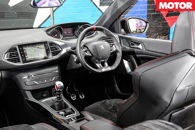 Peugeot -308-GTI-270-interioe