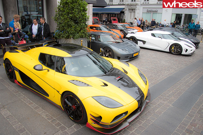 Koenigsegg -supercars -parked -outside -cafe