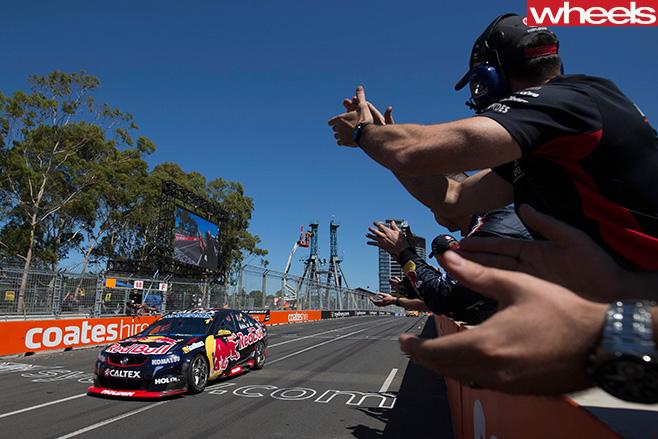 Australian -Supercars -cheering