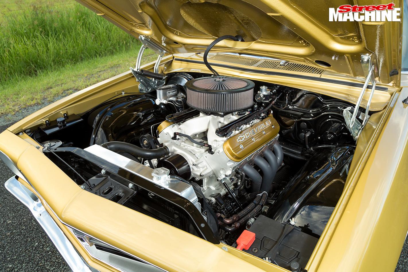 Holden -HQ-Kingswood -engine -bay