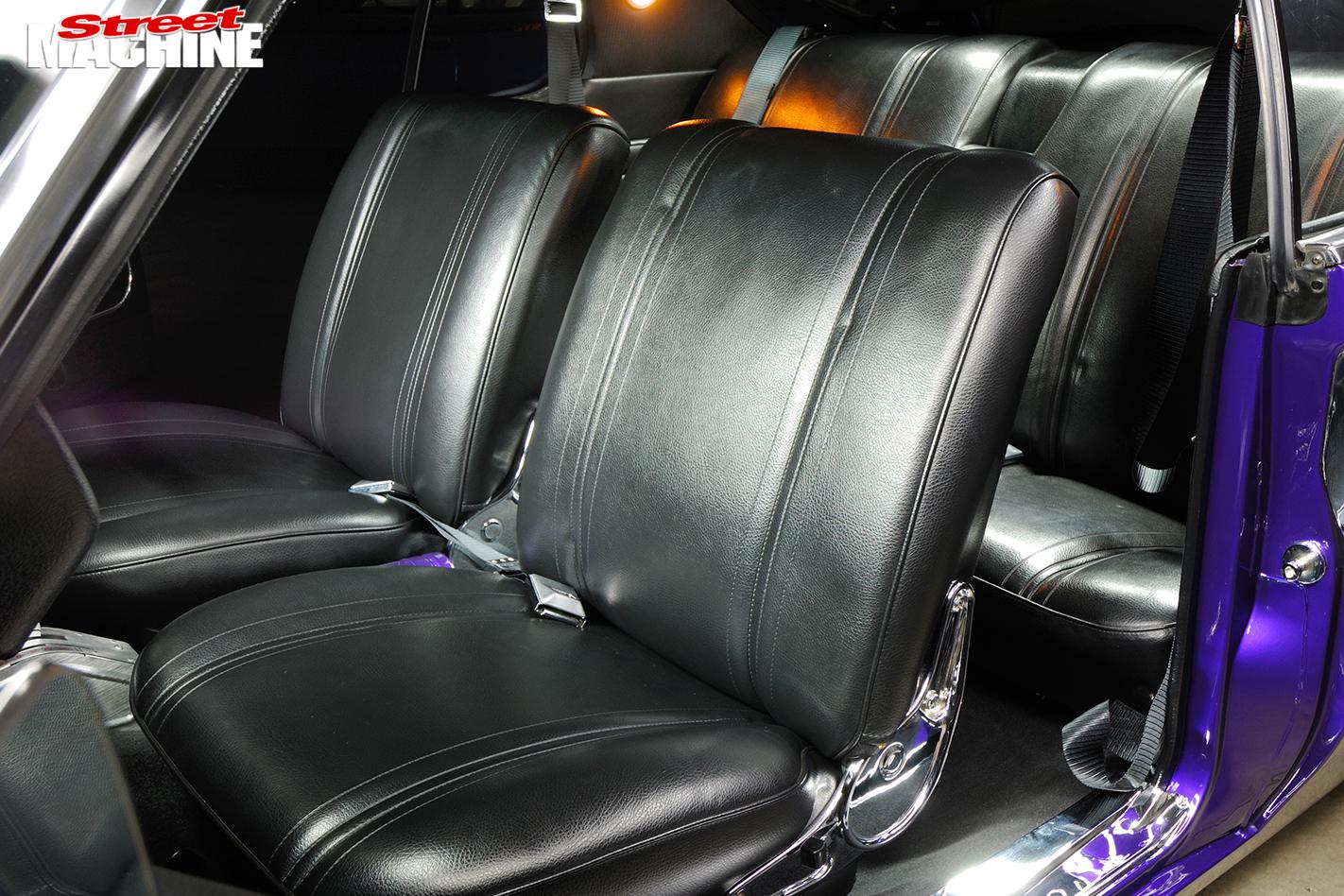Holden -HQ-Monaro -interior -seats