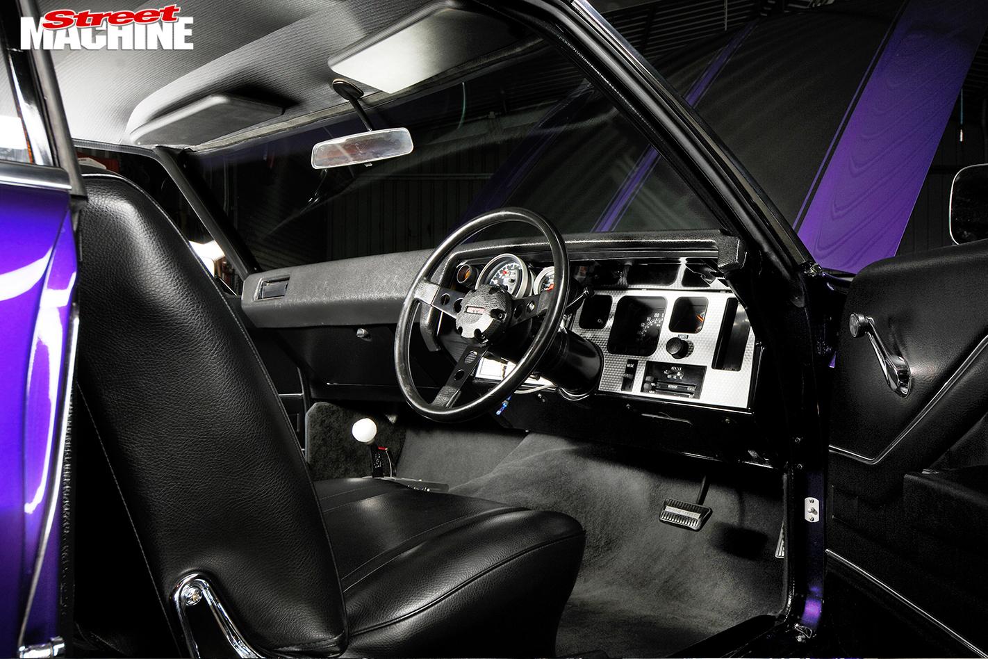Holden -HQ-Monaro -interior -console