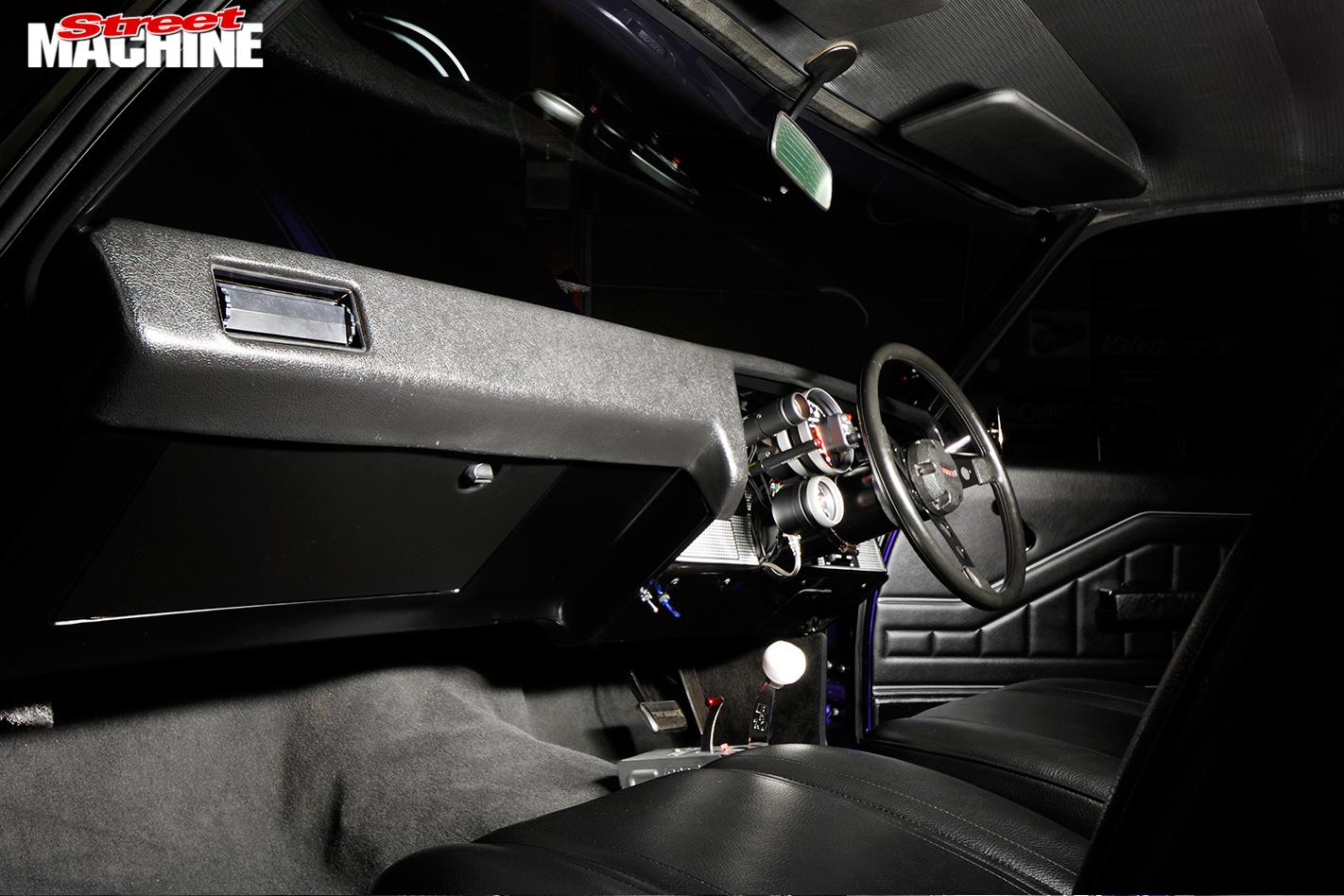 Holden -HQ-Monaro -interior -front -dash