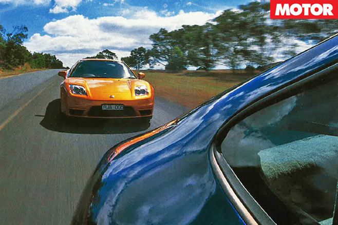Honda NSX vs Porsche 911 racing