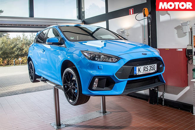 Ford Focus RS Mountune on -hoist