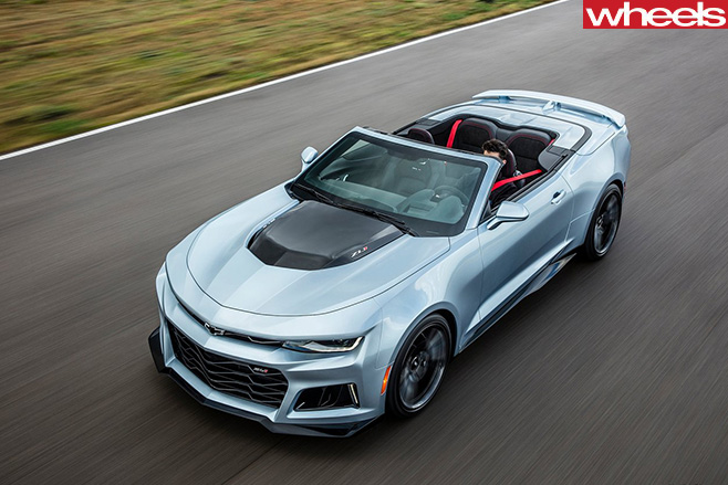 Chevrolet -Camaro -ZL1-convertible -driving
